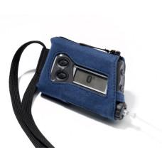 Etui ze smyczą niebieski zamsz (alcantara) na pompę AccuChek Spirit/Combo